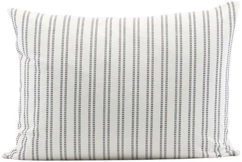 På billedet ser du variationen fra brandet House Doctor i en størrelse 60 x 80 cm. i farven Hvid/Sort