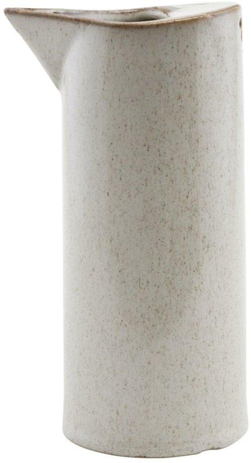 På billedet ser du variationen Kande, Ivy fra brandet House Doctor i en størrelse D: 8 cm. H: 18 cm. i farven Sand