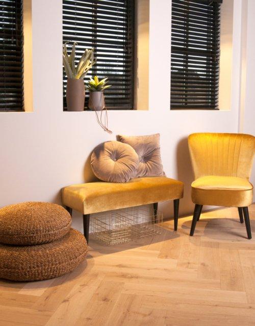 På billedet ser du et stemningsbillede (#1) fra Bænk, Luxurious fra brandet Present Time i en størrelse H: 45 cm. B: 40 cm. L: 80 cm. i farven Gul