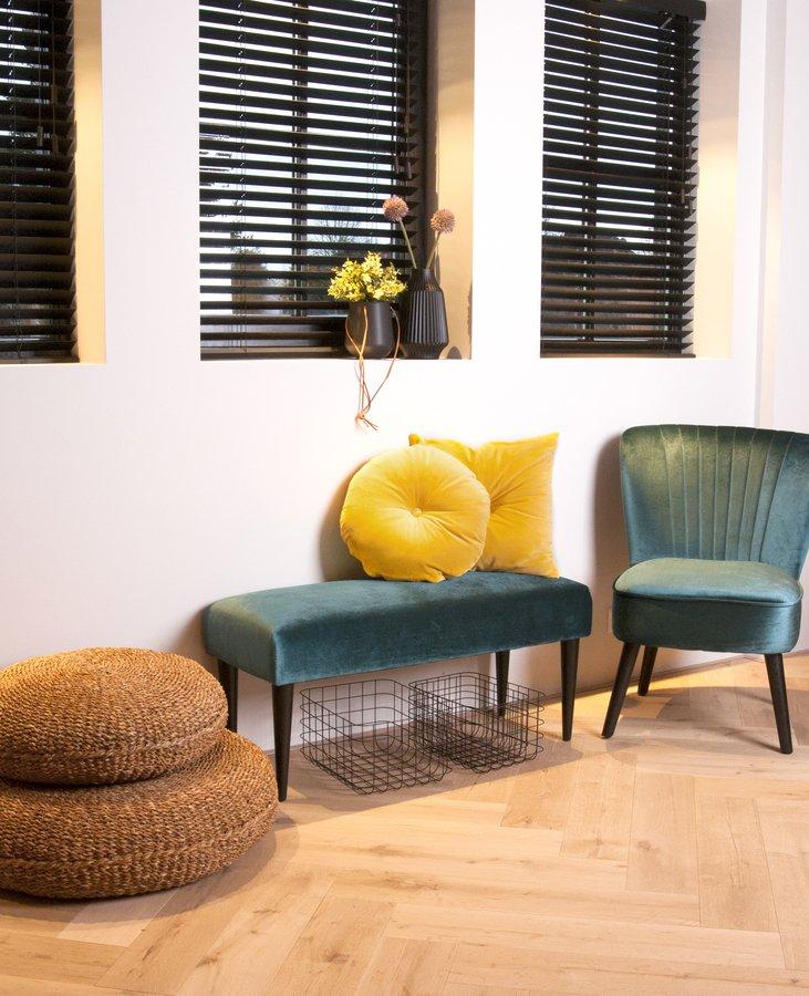 På billedet ser du et stemningsbillede (#2) fra Bænk, Luxurious fra brandet Present Time i en størrelse H: 45 cm. B: 40 cm. L: 80 cm. i farven Mørkegrøn