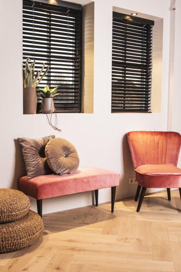 På billedet ser du et stemningsbillede (#1) fra Bænk, Luxurious fra brandet Present Time i en størrelse H: 45 cm. B: 40 cm. L: 80 cm. i farven Rosa