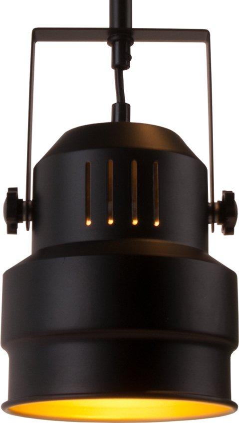 På billedet ser du et stemningsbillede (#1) fra Hængelamper, Studio fra brandet Present Time i en størrelse D: 15 cm. H: 18 cm. i farven Sort/Guld