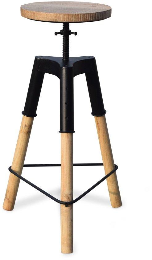 På billedet ser du variationen Barstol med patineret træsæde, Boi fra brandet OBUZI i en størrelse D: 46 cm. H: 70 cm. i farven Natur/Sort