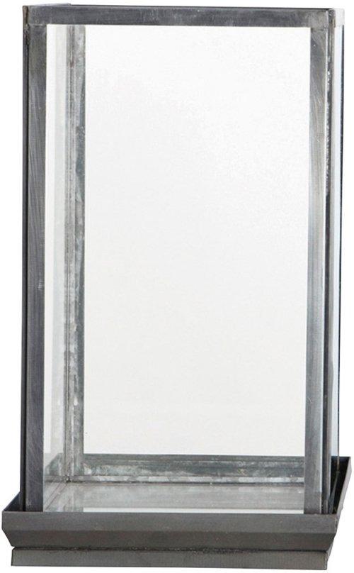 På billedet ser du variationen Glasmontre fra brandet House Doctor i en størrelse 19 x 19 cm. x H: 33 cm. i farven Klar/Jern