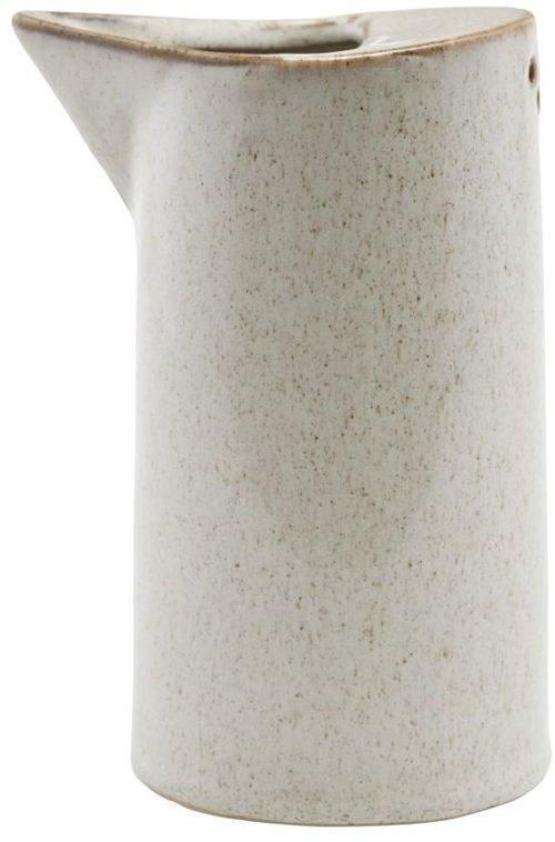 På billedet ser du variationen Kande, Ivy fra brandet House Doctor i en størrelse D: 7,8 cm. H: 14 cm. i farven Sand