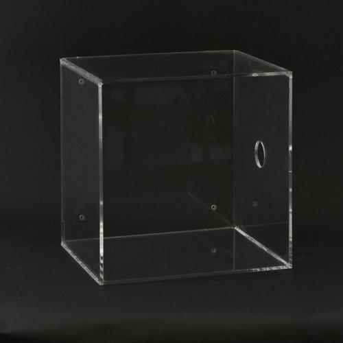 På billedet ser du variationen fra brandet House Doctor i en størrelse H: 30 cm. x L: 30 cm. x B: 25 cm. (med hul) i farven Klar