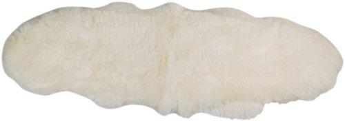 På billedet ser du Lammeskind, New Zealand longseat fra brandet Preform i en størrelse B: 55 cm. L: 150 cm. i farven Hvid