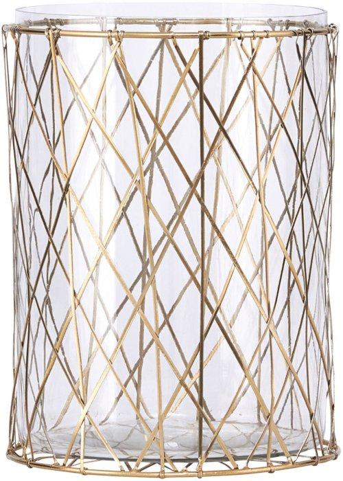 På billedet ser du variationen Stripe, Lysestage fra brandet House Doctor i en størrelse D: 15 cm. x H: 20 cm. i farven Messing