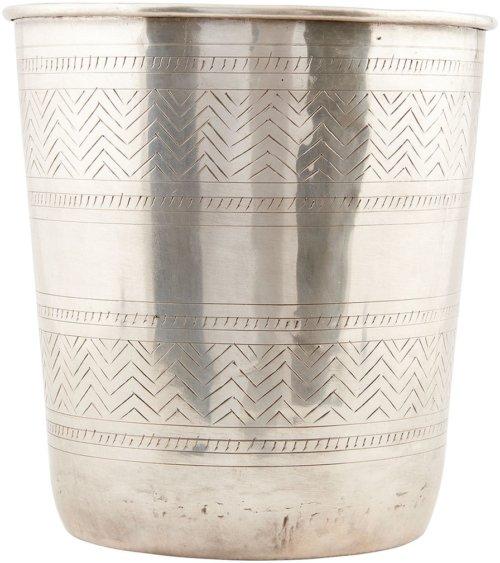 På billedet ser du variationen Ethnic, Potte fra brandet House Doctor i en størrelse D: 18/23 cm. x H: 26 cm. i farven Sølv