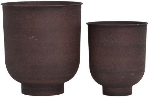På billedet ser du variationen Potte, Vig fra brandet House Doctor i en størrelse D: 40 cm. H: 45 cm. i farven Brændt henna