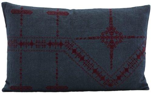 På billedet ser du variationen Inka, Pudebetræk, Blå fra brandet House Doctor i en størrelse 30 x 50 cm. i farven Blå