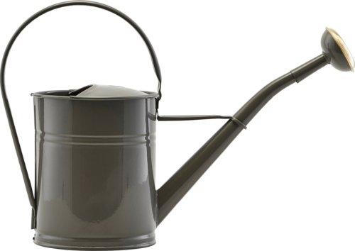 På billedet ser du variationen Vandkande, Water fra brandet House Doctor i en størrelse H: 25 cm. B: 13,5 cm. L: 36 cm. i farven Grå