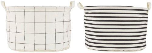 På billedet ser du variationen Vasketøjspose, Stripes, Sæt fra brandet House Doctor i en størrelse D: 40 cm. x H: 25 cm. i farven Hvid/Sort