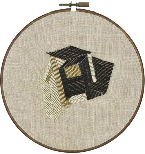 På billedet ser du variationen Wall art beads d: 30 fra brandet House Doctor i en størrelse D: 30 cm. i farven Lysebrun