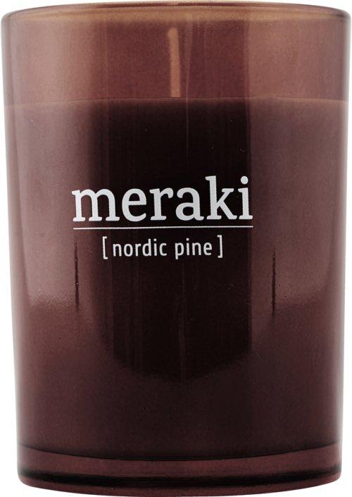 På billedet ser du variationen Duftlys, Nordic Pine fra brandet Meraki i en størrelse Ø: 8 cm. H: 10,5 cm. i farven Brændt henna