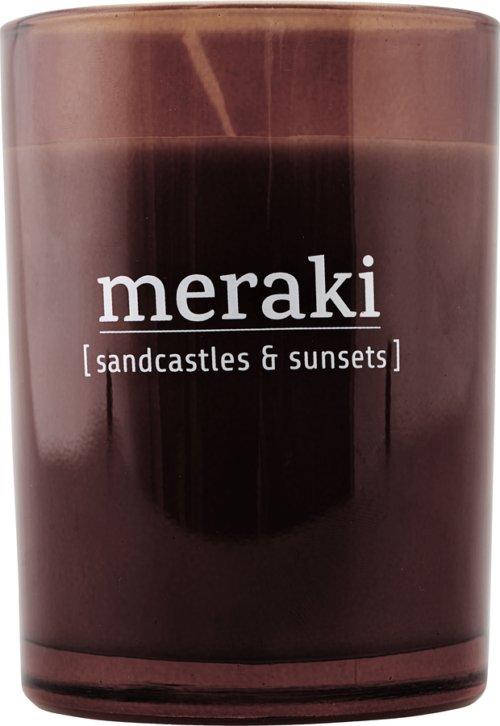 På billedet ser du Duftlys, Sandcastles & Sunsets fra brandet Meraki i en størrelse Ø: 8 cm. H: 10,5 cm. i farven Brændt henna
