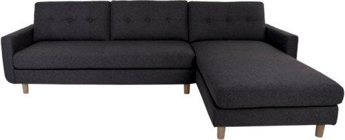 På billedet ser du variationen Lyby, Sofa med chaiselong fra brandet Nordby i en størrelse Højrevendt i farven Mørkegrå