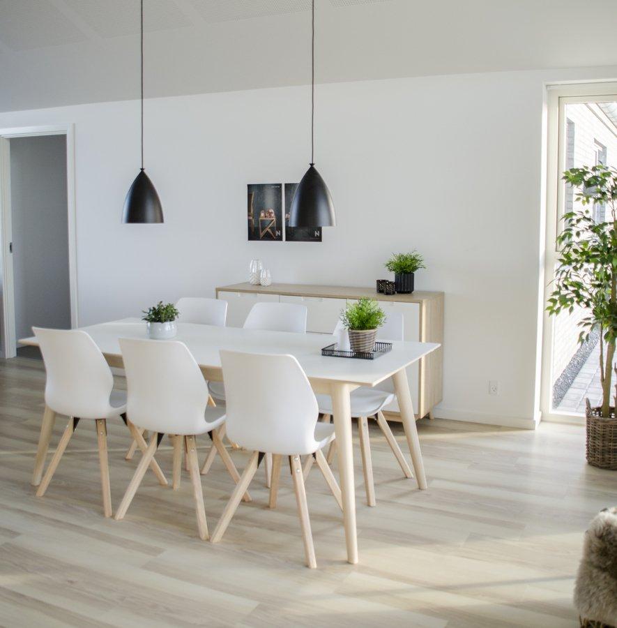 Spisebord i nordisk design fra Nordby