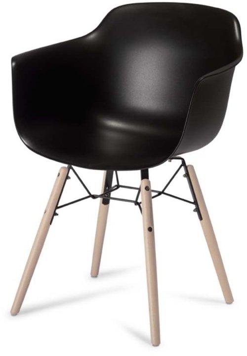 På billedet ser du variationen Keiss, Spisebordsstol fra brandet Raymond & Hallmark i en størrelse H: 97 cm. B: 57 cm. i farven Sort