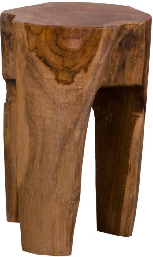På billedet ser du variationen Taburet, Lundø, Teak fra brandet Nordby i en størrelse H: 40 cm. B: 26 cm. L: 26 cm. i farven Mørk Natur