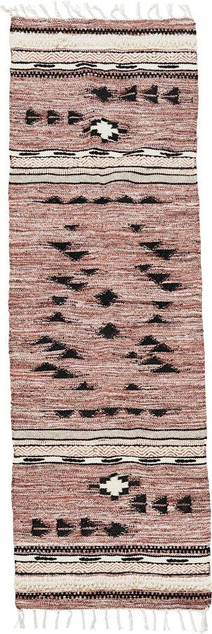 På billedet ser du variationen Gulvtæppe, Tribe fra brandet House Doctor i en størrelse B: 70 cm. L: 240 cm. i farven Brun