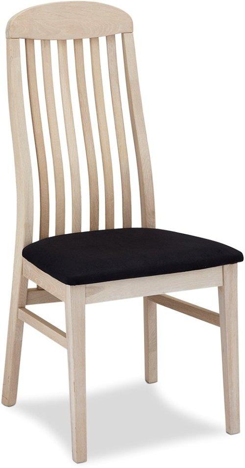 På billedet ser du et stemningsbillede (#6) fra Glasgow, Spisebordsstol, Egetræ fra brandet Raymond & Hallmark i en størrelse H: 103 cm. B: 47 cm. i farven Sædebehandlet