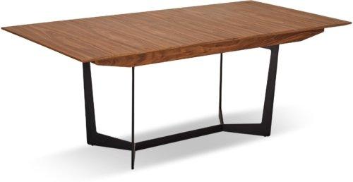 På billedet ser du et stemningsbillede (#7) fra Kendal, Spisebord med butterflyplade fra brandet Raymond & Hallmark i en størrelse H: 76 cm. B: 100 cm. L: 200 cm. i farven Brun
