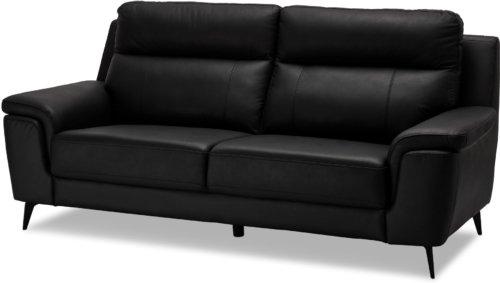På billedet ser du et stemningsbillede (#8) fra Bladnoch, 3 personers sofa, Læder fra brandet Raymond & Hallmark i en størrelse H: 97 cm. B: 210 cm. i farven Sort