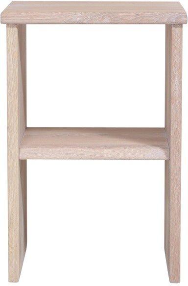 På billedet ser du variationen Mono, Sengebord, Egetræ fra brandet House of Sander i en størrelse H: 60 cm. B: 40 cm. L: 30 cm. i farven Hvid