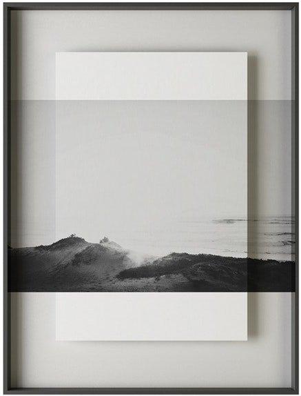 På billedet ser du variationen Simple art mountain, Illustration m. ramme fra brandet House of Sander i en størrelse H: 3 cm. B: 60 cm. L: 90 cm. i farven Hvid/Sort
