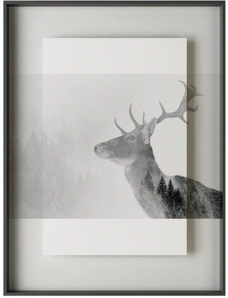 På billedet ser du variationen Simple art deer 1, Illustration m. ramme fra brandet House of Sander i en størrelse H: 3 cm. B: 60 cm. L: 90 cm. i farven Hvid/Sort