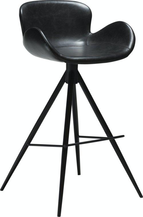 På billedet ser du variationen Gaia, Barstol, Kunstlæder fra brandet DAN-FORM Denmark i en størrelse H: 97 cm. B: 55 cm. i farven Sort