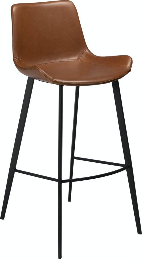 På billedet ser du variationen Hype, Barstol, Kunstlæder fra brandet DAN-FORM Denmark i en størrelse H: 101 cm. B: 49 cm. i farven Brun/Sort