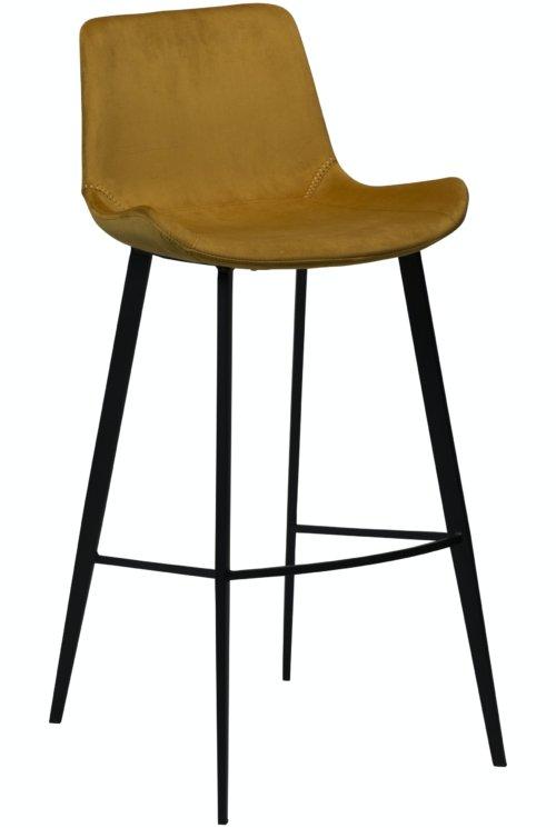 På billedet ser du variationen Hype, Barstol, Fløjl fra brandet DAN-FORM Denmark i en størrelse H: 101 cm. B: 49 cm. i farven Okker/Sort