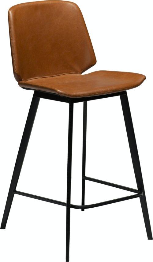 På billedet ser du variationen Swing, Barstol, Kunstlæder fra brandet DAN-FORM Denmark i en størrelse H: 94 cm. B: 47 cm. i farven Brun/Sort