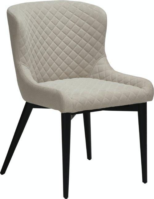 På billedet ser du variationen Vetro, Spisebordsstol, Stof fra brandet DAN-FORM Denmark i en størrelse H: 80 cm. B: 50 cm. L: 61 cm. i farven Hvid/beige