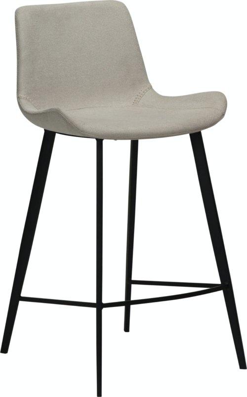 På billedet ser du variationen Hype, Barstol, Stof fra brandet DAN-FORM Denmark i en størrelse H: 91 cm. B: 49 cm. L: 52 cm. i farven Hvid/beige