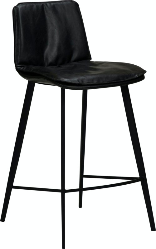 På billedet ser du variationen Fierce, Barstol, Kunstlæder fra brandet DAN-FORM Denmark i en størrelse H: 93 cm. B: 45 cm. L: 51 cm. i farven Sort