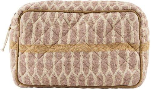 På billedet ser du variationen Makeup taske, Moddy fra brandet Meraki i en størrelse H: 13 cm. B: 6,5 cm. L: 20,5 cm. i farven Sennep/Terracotta/Sand