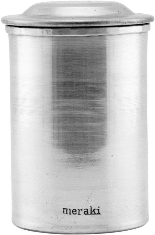 På billedet ser du variationen Krukke m. låg, Alu fra brandet Meraki i en størrelse D: 7,5 cm. H: 9,5 cm. i farven Sølv finish