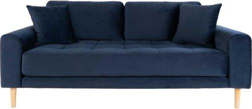 På billedet ser du variationen Lido, 2,5-personers sofa, Velour fra brandet Nordby i en størrelse H: 76 cm. B: 180 cm. L: 93 cm. i farven Mørkeblå