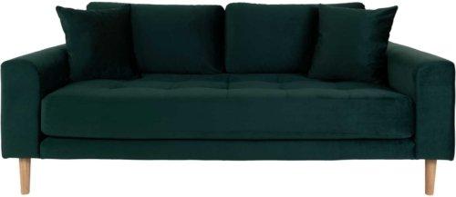 På billedet ser du variationen Lido, 2,5-personers sofa, Velour fra brandet Nordby i en størrelse H: 76 cm. B: 180 cm. L: 93 cm. i farven Mørkegrøn