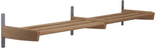 På billedet ser du variationen Meja, Væghængt skohylde, Træ fra brandet Oscarssons Möbel i en størrelse 1-plan i farven Lakeret egetræ