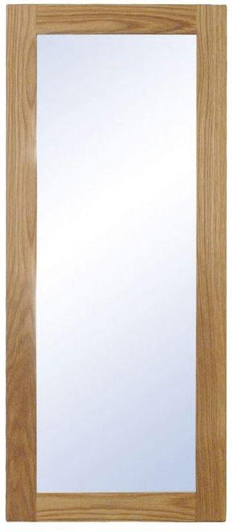 På billedet ser du variationen Nova, Vægspejl, Træramme fra brandet Oscarssons Möbel i en størrelse H: 90 cm. B: 38 cm. i farven Lakeret egetræ