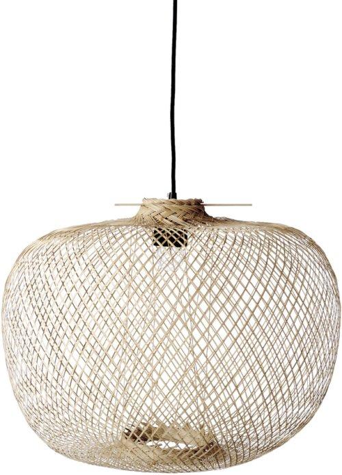 På billedet ser du variationen Cozy, Pendel, Flettet bambus, Rund fra brandet Bloomingville i en størrelse D: 42 cm. H: 30 cm. i farven Natur/Sort