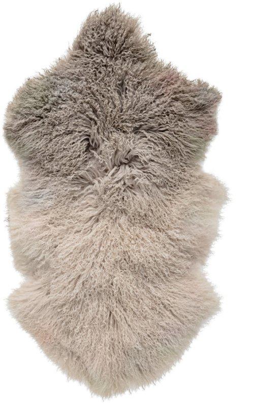 På billedet ser du variationen Nordic, Skind, Tibetansk lammeskind fra brandet Bloomingville i en størrelse B: 50 cm. L: 90 cm. i farven Brun