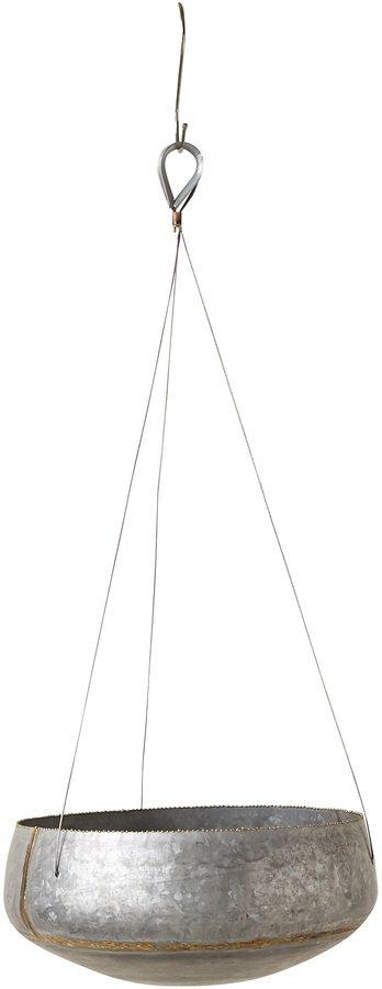 På billedet ser du variationen Ivory, Urtepotteskjuler, Hængende, Metal fra brandet Creative Collection i en størrelse D: 31 cm. H: 71 cm. i farven Grå