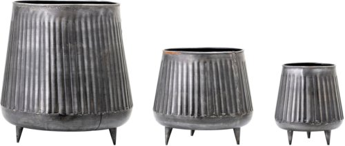 På billedet ser du variationen Harmony, Urtepotteskjuler på fod (sæt af 3 stk.) fra brandet Bloomingville i en størrelse Sæt á 3 stk. i farven Sort
