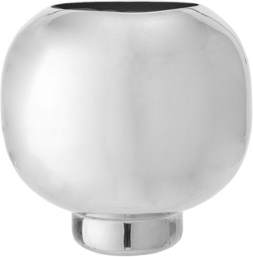 På billedet ser du variationen Nordic, Vase, Aluminium fra brandet Bloomingville i en størrelse D: 24 cm. H: 25 cm. i farven Sølv