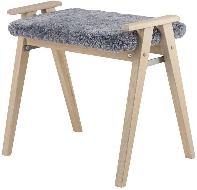 Billede af Alme, Skammel med fåreskind, Træ by Oscarssons Möbel (Ægte fåreskind lysegrå, Hvidolieret egetræ)